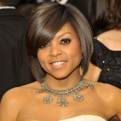my boo taraji p henson has a heart shaped face. u see here how the side part bang cuts off the forehead drawing the attention away from the width and to her facial features. ciara also has a heart shaped face.