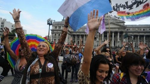 fromonesurvivortoanother:  rararamyeon:  genderqueer:  Argentina JUST PASSED a groundbreaking gender identity bill!!! From now on, people will be able to change the name and gender on their ID without needing psychiatric permission or any body modifications. Furthermore, anyone who does want hormones or surgery will be able to access them for free through the public and private health system. It was passed unanimously today by the Senate :-D  OK this has got me really emotional. This is fucking beautiful. Other countries take note. Oh gosh this is just the best thing I've had on my dash all day.  !!!  Yes, I'm very late reblogging this, but this is awesome!