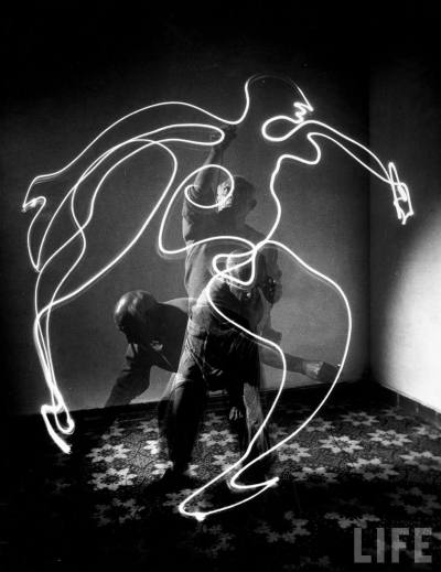 howtotalktogirlsatparties:  Pablo Picasso draws with light pen, 1949.