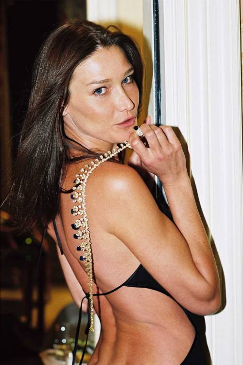 Carla Bruni photoshoot by Philippe Leroux 2007