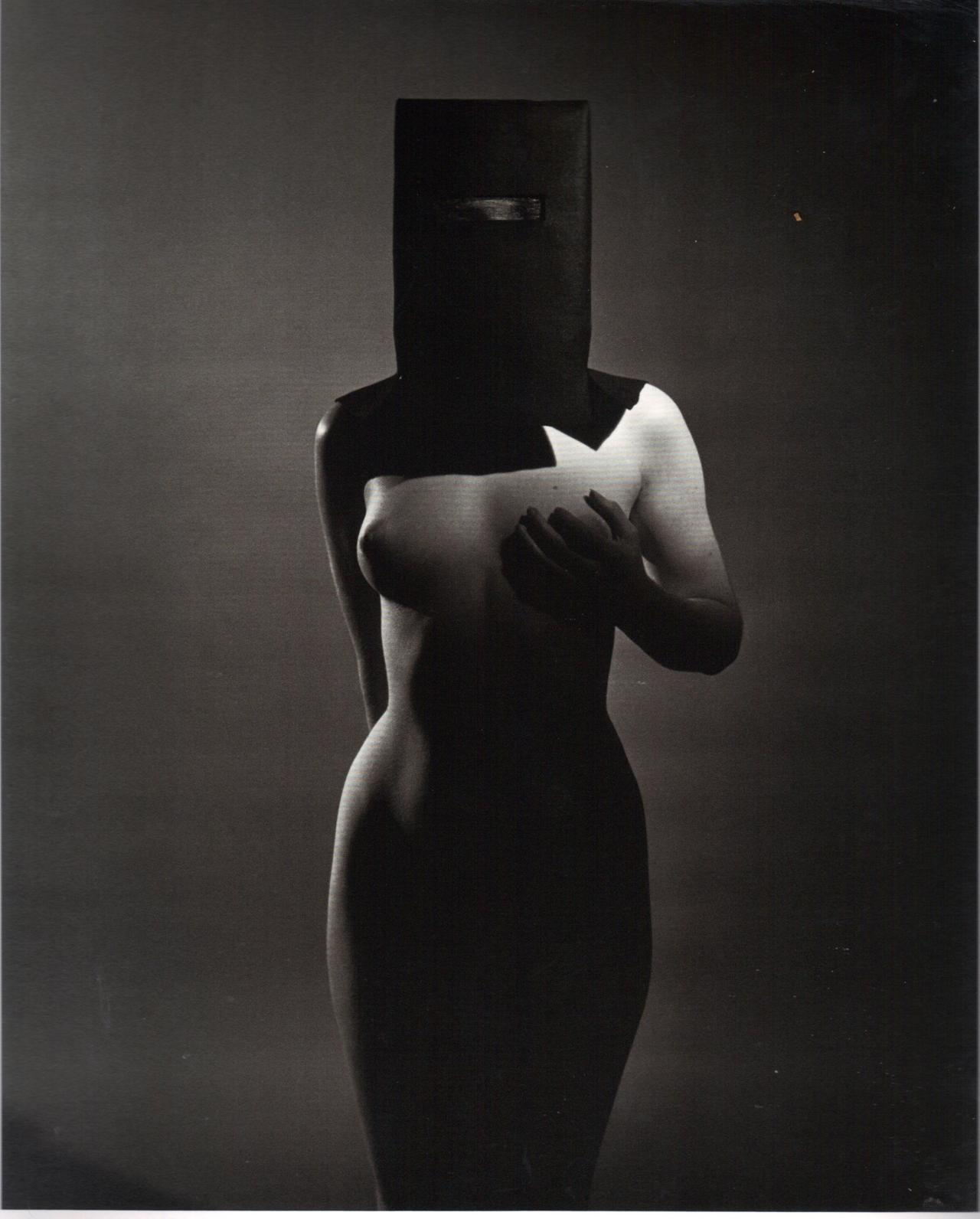 realityayslum:  Philippe Halsman - Figure Study, 1950. … from Unknown Halsman. Edited by Oliver Halsman Rosenberg, D.A.P. / Distributed Art Publishers, Inc. 2008.
