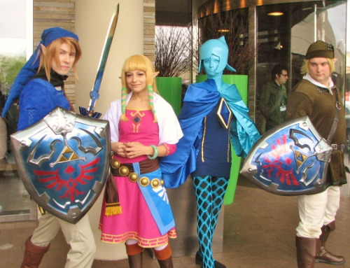 Look closely at the master sword… O.O Another one of my favorite photos I found online. I had such a wonderful time with all of them. <3 <3