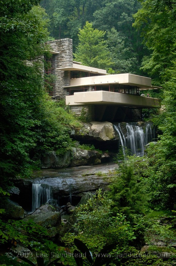 homedesigning:  (via Falling Water: Frank Lloyd Wright's Masterpiece)