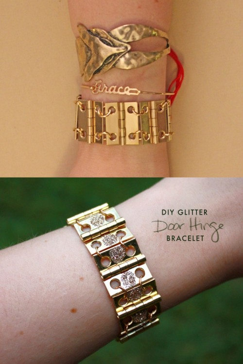 truebluemeandyou:  DIY Hardware Store Brass Hinge Bracelet Tutorial. Top Photo: DIY tutorial from stripes + sequins here, Bottom Photo: DIY with glitter based on stripes + sequin's tutorial by Sprinkles in Spring.