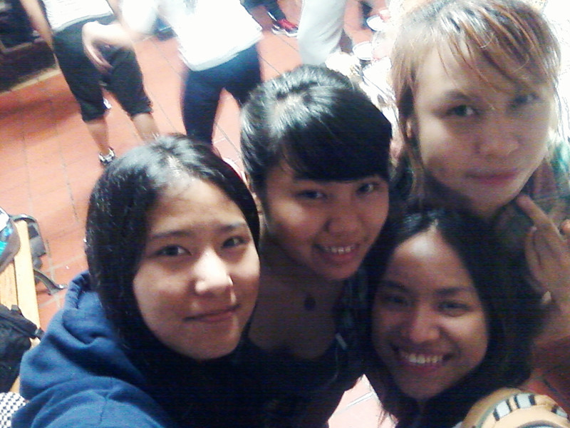 went to our last Dance Workshop for this semester ^o^ ate alot lol.. got home rly late n now blogging abt it at 2:38 AM lol