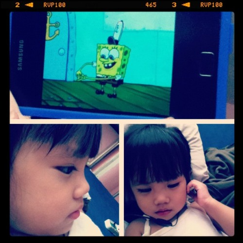 Seriously watching Spongebob. 😁 #picstitch #kid #spongebob (Taken with Instagram at Costes Residence)