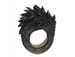 /// Maud Traon, Spiky black ring