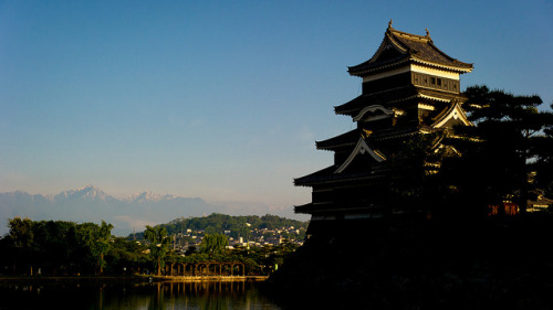 Mountains | Matsumoto Castle by jamesjustin on Flickr.Via Flickr: Stopped by Matsumoto Castle for a few minutes early on Saturday morning. I had driven up to Matsumoto the night before and got over to the castle fairly early (around 5:30am). It was a good time to be there (no other people to speak of) and the light was fairly nice, though as the inner grounds weren't open yet I could only get around to 2 of the 4 sides. I ended up with a lot of back or side lit shots because of this but I'm still happy with what I got. After visiting so many times of the years I'm happy I finally have a few pictures of this place that are my own.