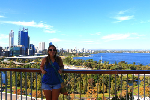 This is the view of the city and the Swan River from Kings Park. Kings Park is the biggest inner city park in the wholeeee wide world. It's big and confusing, but really pretty.