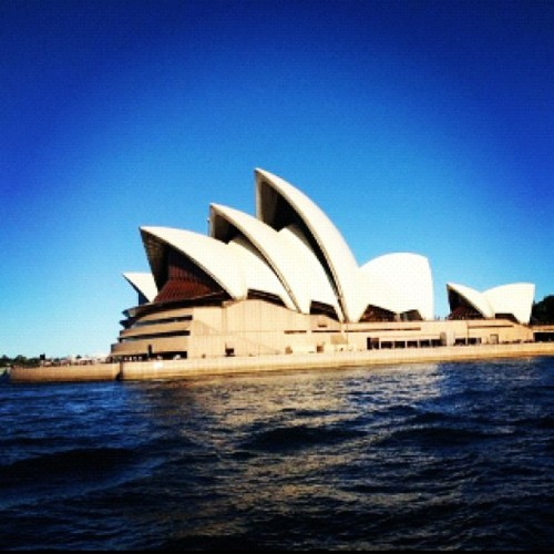 #Sydney #operahouse #tourist #travel #australia #upclose (Taken with instagram)