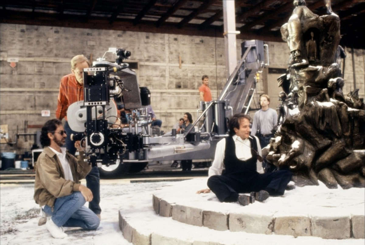 fuckyeahdirectors:  Steven Spielberg and Robin Williams on-set of Hook (1991)
