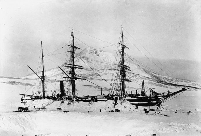 floriental:  The ship Discovery, Antarctica, 1901