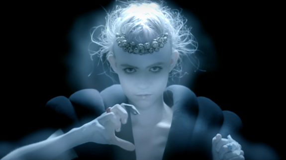 "video: Grimes – ""Nightmusic"" 