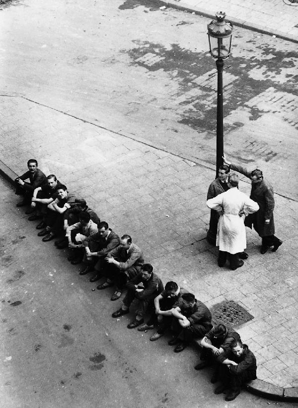 remarque:  Victor Guidalevitch - Workers on a break, 1930s