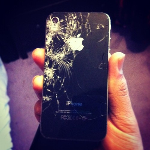 Hahaha my dad smashed his iPhone :') #iphone #apple #broken #work #instagood #iphone4 #instadaily #instamood #instagood #me #iphonesia #london #instasia (Taken with instagram)