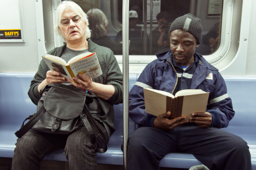 "unypl:  on the left he's reading ""The Beginner's Goodbye,"" by Anne Tyler. on the right he's reading ""Every Last One,"" by Anna Quindlen  Read The Beginner's Goodbye I Read Every Last One  love seeing men reading female authors. particularly random house ones. :)"