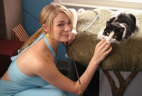Leann Rimes pokies and braless with catfree nude picturesLink to photo & video: bit.ly/IM7yva