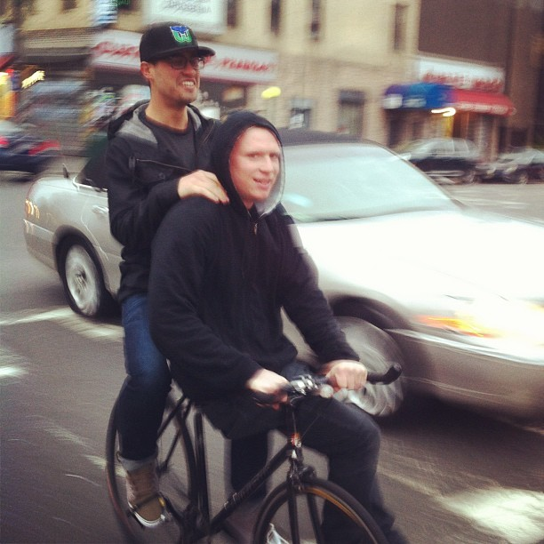 keaphopeyo:  2 gay ninjas, no helmets, back tatts #brooklyn #greenpoint #bike #keaphope #city #street @big_up_yourself @cheze by duckduckg00se http://instagr.am/p/KdKgK3ONZF/