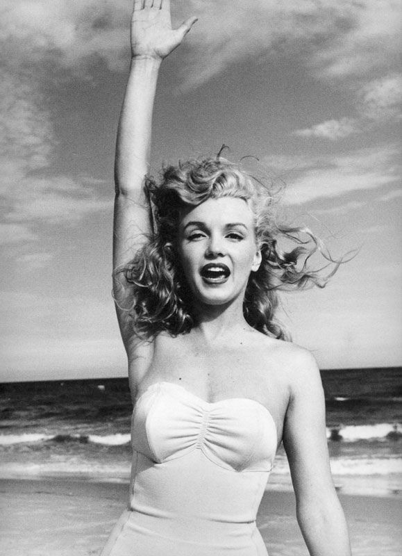 hollyhocksandtulips:  Marilyn, Tobey Beach, Long Island, 1949 Photo by Andre De Dienes