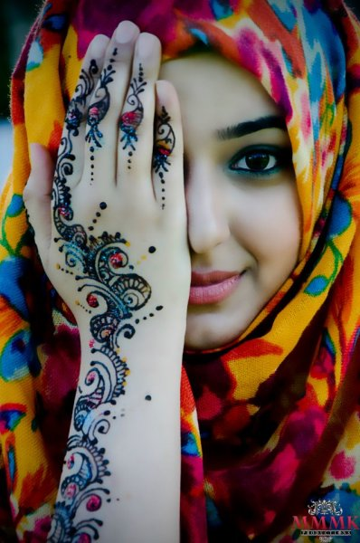 gypsybeachqueen:  beautiful girl, beautiful henna