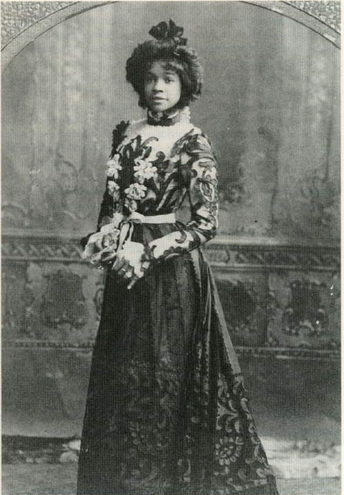 QUEEN AIDA (1880-1914) Victorian-era dancer and musical comedy star Aida Overton Walker,  Schomburg Center for Research in Black Culture, The New York Public Library via ofanotherfashion: Black History Album, The Way We WereFollow us on TUMBLR  PINTEREST  FACEBOOK  TWITTER