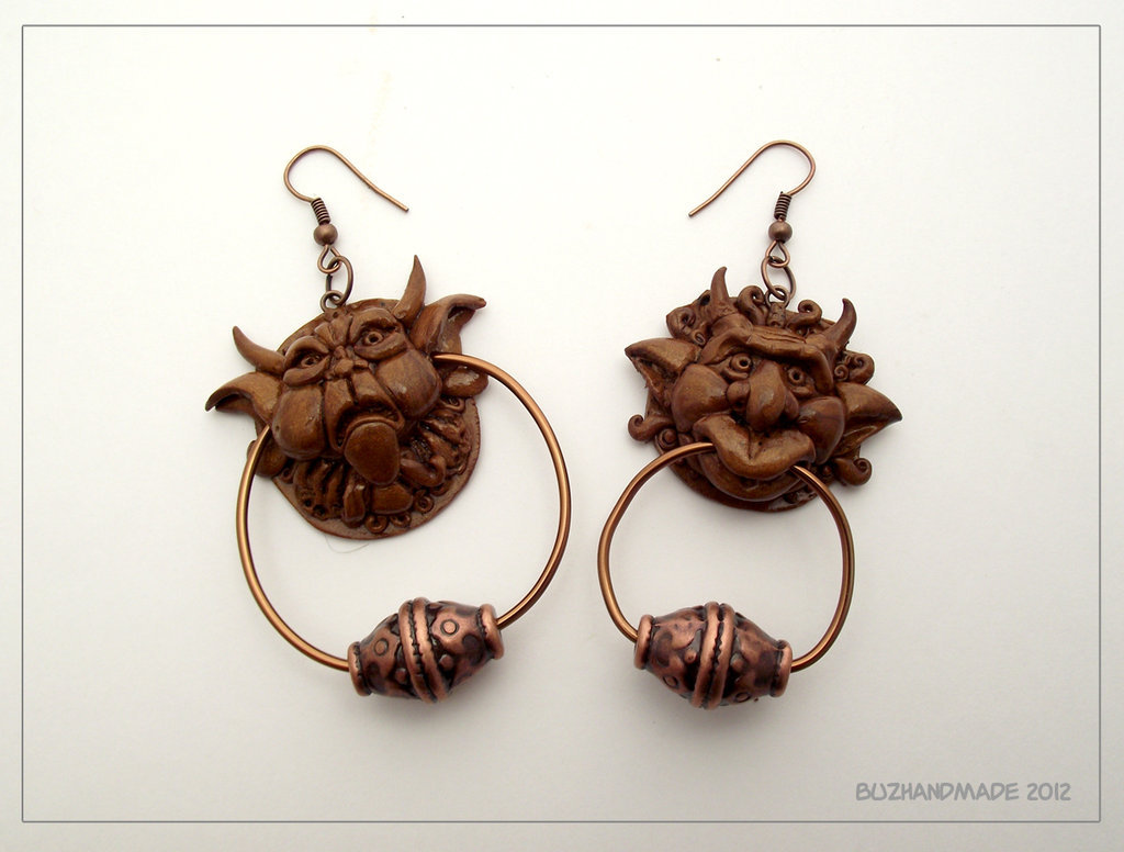 gothiccharmschool:  Earrings of the door knockers from Labyrinth. YES. GIVE THEM TO ME. fuckyeahlabyrinth:  queenofinfinitespace:  Knocker earrings - Labyrinth by ~buzhandmade  OMG I WANT THESE!