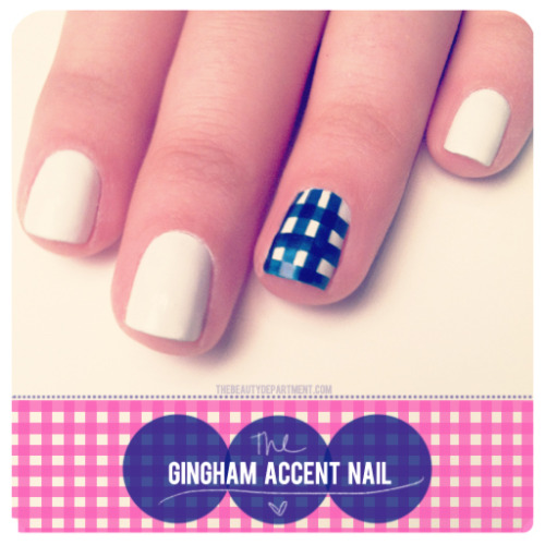 createthislookforless:  The Gingham Accent Nail Source: The Beauty Department