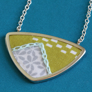 truebluemeandyou:  DIY Embroidered Fabric Pendant Tutorial. Super easy tutorial from Craftzine here.