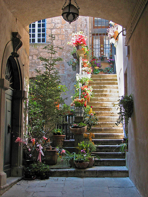 Entryway, Orvieto, Italy photo via aluc