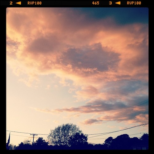 Pretty sky 🌅 #sky #sunset #nature #sky #clouds #dusk #nature #beautiful #iphoneonly   (Taken with instagram)