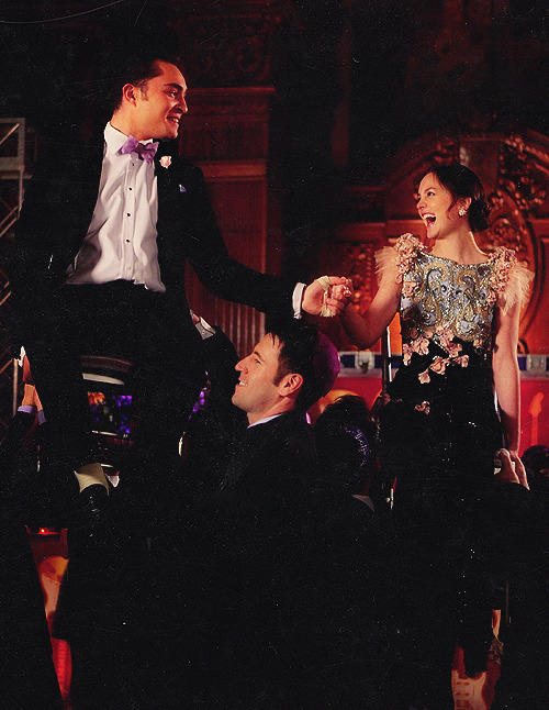 iloveyoutoochair:  1/100 photos of Chuck and Blair. ♔