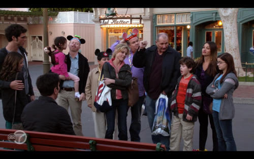 We went to Disneyland with Modern Family - Partnership Post
