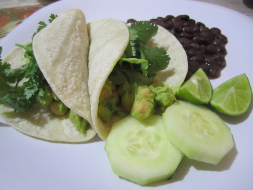 mymastiffcankillyou:  Chickpea tacos. Make your favorite guacamole and add a can or two of chickpeas. Chickpea tacos.