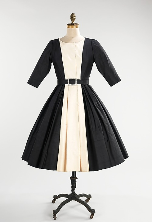 omgthatdress:  Cocktail Dress Mainbocher, 1958 The Metropolitan Museum of Art  WANT!