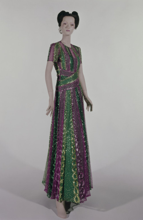 Evening Dress Mainbocher, 1938 The Victoria & Albert Museum