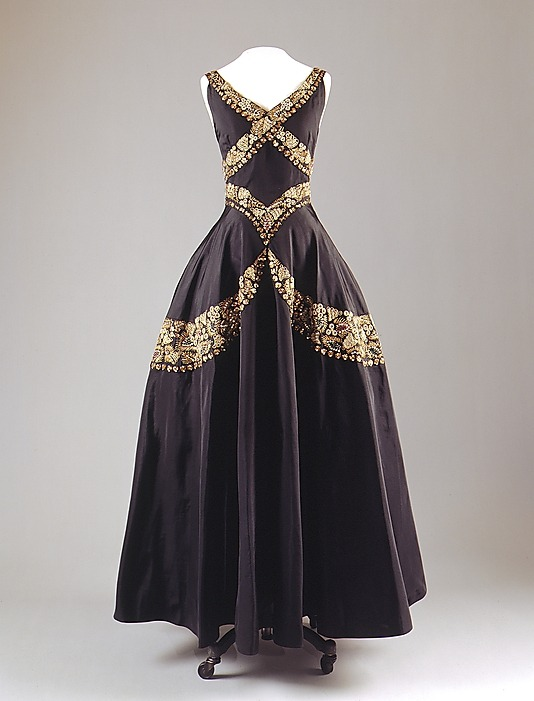 omgthatdress:  Evening Dress Mainbocher, 1938 The Metropolitan Museum of Art