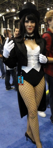 Zatanna costumes: always hot.  Keep on, nerdy girls.