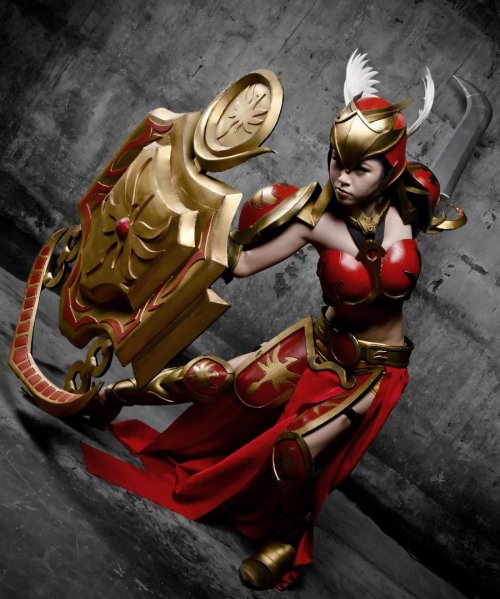 cosplayadventures:  Leona, The Radiant Dawn - League of Legends Source:  Ail