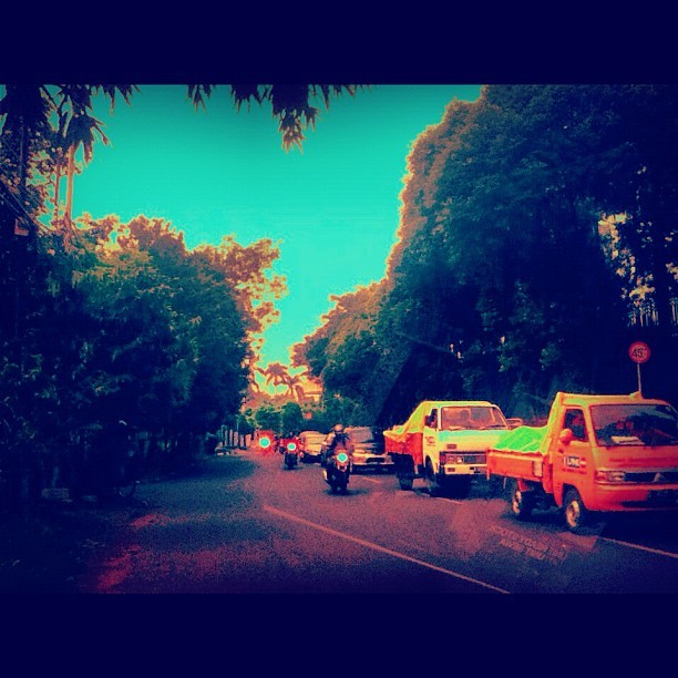 #noon #cars #tree #clouds #instago #instagood  (Taken with instagram)