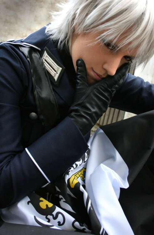 purplemistyrain:  HOLY MOTHER OF— *____*  I've seen this person's cosplay before, and would like to say that they are my headcanon!Gilbert. Forever.