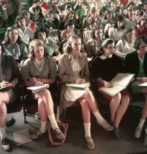 Brilliant college girl style - Smith students at lecture, 1949