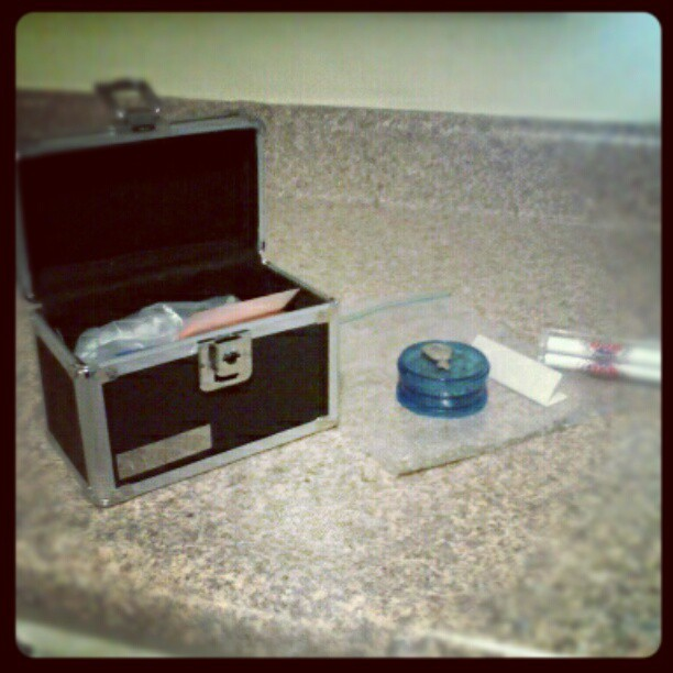 This is how I spend my #morning after I get off #work #box #weed #pot #lighter #grinder #bag #weedporn #weedgram #potgram #potporn #instapot #instaweed #instagramhub #instagramaddict #androidsup #droidology #droidography #droidonly #greenteam #guyswhosmokeweed  (Taken with instagram)