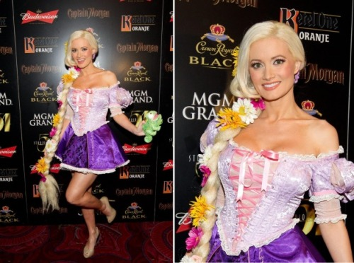 halloweenfamilybets:  o doce look de Holly Madison na festa de Halloween do Studio 54 nightclub, em Las Vegas ontem, 29. A atriz se fantasiou de Rapunzel e arrasou. Confira: