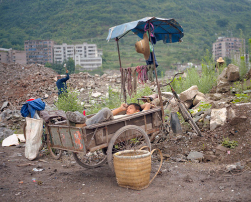 Photos of the lost town of Kaixian before it was flooded by the Three Gorges Dam project.