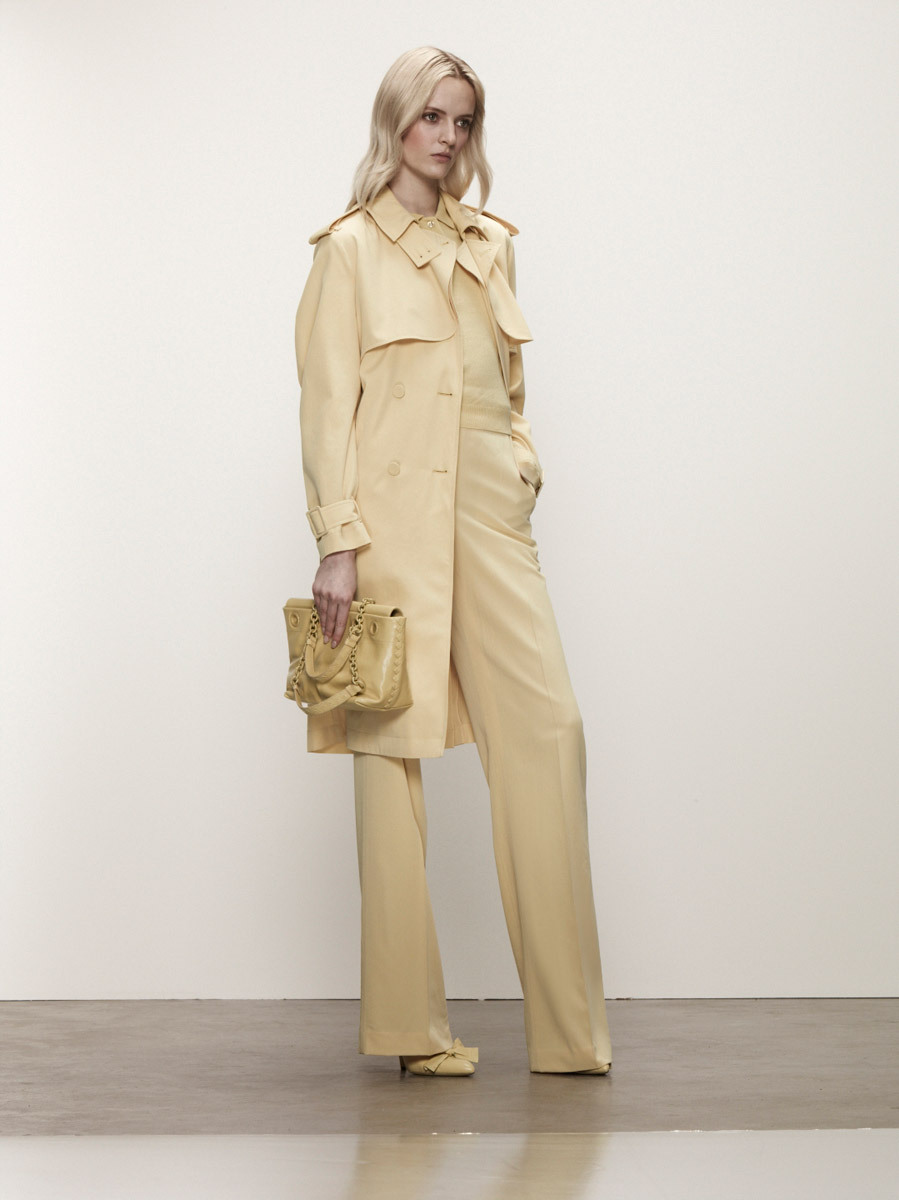 Bottega Veneta Resort 2013 Sweatpants y trajes sastres en una variedad de colores claros. Simple y chic. ….. Sweatpants and suits in a variety of clear hues. Simple and chic.