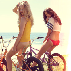 sunnyncurvy:  Summer biking.