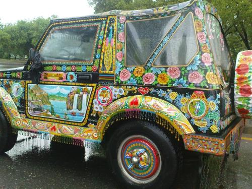 night-c-h-i-l-d:  befairbefunky:  Bucketlist wannahave ~ Funky Ride ~ Pakistan truck art  ☯ And if you follow me I can guarantee you won't find nobody else like me..☯Night-c-h-i-l-d.tumblr.com ☾  I NEEEEEED THIS