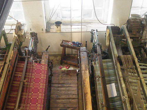 weaveologist:  palemauve:  Looms weaving welsh tapestries.  overshot not tapestry  bitches don't know about my overshot.