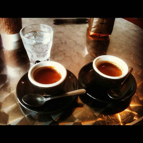 Friday morn #espresso throw down:  MadCap Kiryama vs. Counter Culture's La Forza @houndstoothatx ~ #Coffee fun w/Mom for #MothersDay weekend ~ #ATX #CoffeeIsMyCrack #MadCap #CounterCulture #latergram (Taken with Instagram at Houndstooth Coffee)