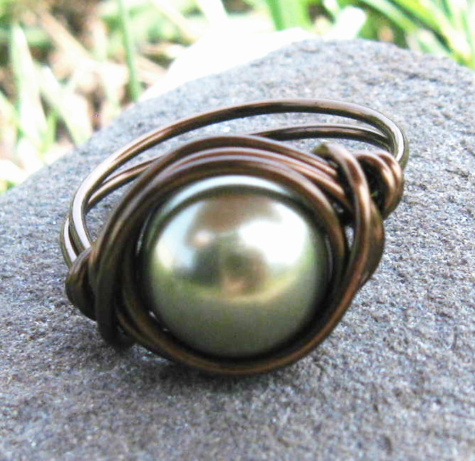 Swarovski Pearl Ring In Light Green And Antique Brass on @LoLoBu - http://lolobu.com/o/2881/